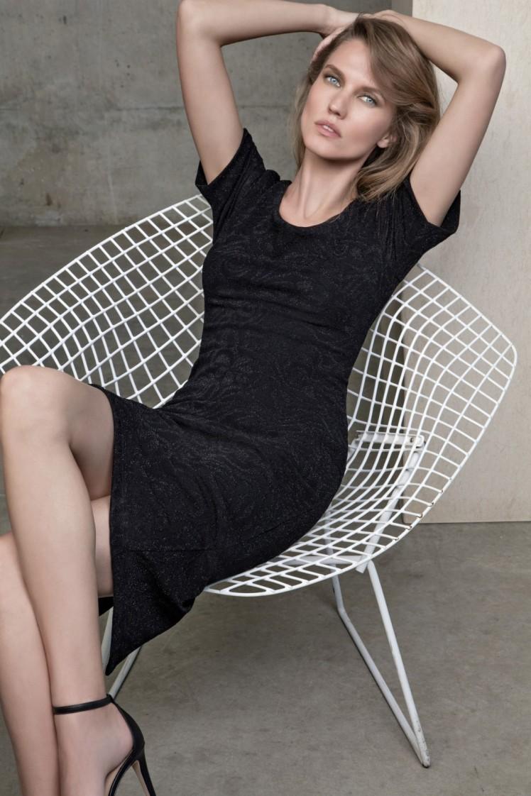 גולברי שמלה 349.90 שח תיק 249.90 שח  צילום יניב אדרי( (Large)