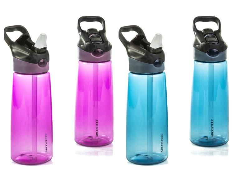 בקבוק שתייה רב פעמי עם פיה סיליקון וקש של המותג ARCOSTEEL, גודל 650 מל, מחיר 39.90 שח להשיג ברשת ארקוסטיל קיטצ'ן. צילום יוסי פונס (1)